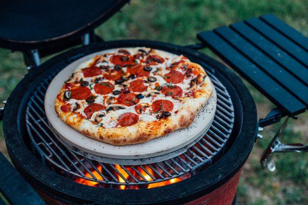 kamadojoe pizza 1 scaled Piedra especial para cocer el pan en casa.